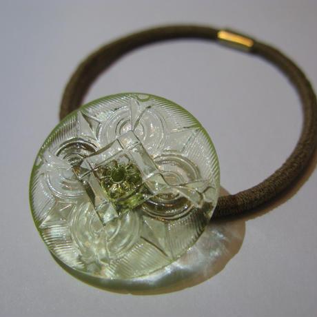ガラスのヘアアクセサリー
