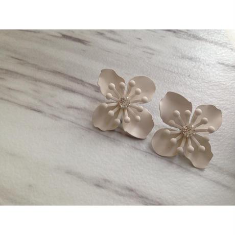 flower  white ピアス
