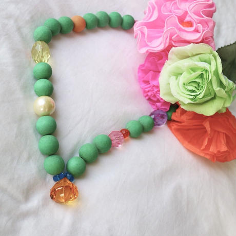 Wood necklace. Green
