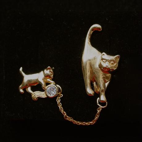 Avon/エイボン ママ猫&子猫のピンとピアスのセット
