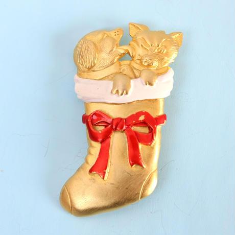 JJ ヴィンテージブローチ クリスマスの靴下に入った犬と猫