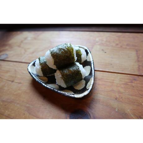 はじめての濱田窯 > さんかく小皿 ・黒