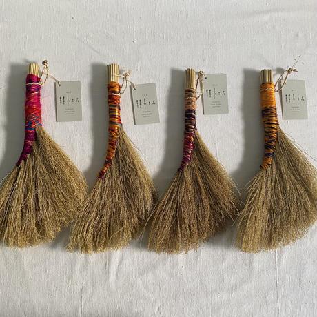 種水土花 ススキとリサイクルシルクのホウキ M