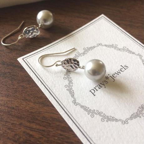 vintage shell pearls pierce