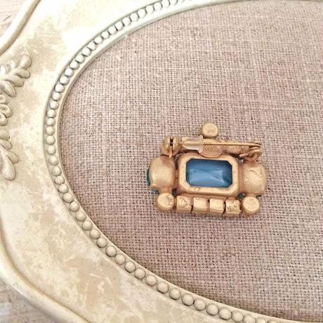 bijou brooch ①  blue