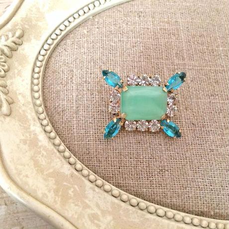 bijou brooch ①  green x blue