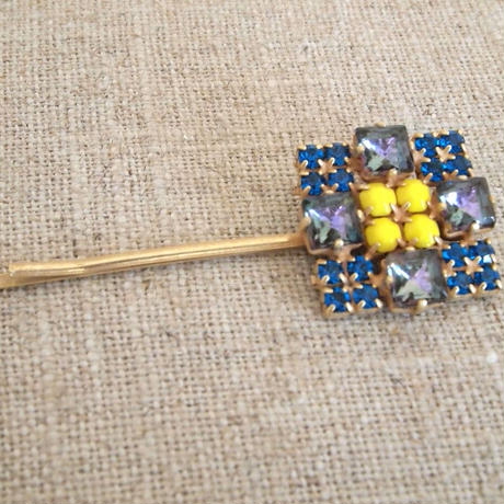 bijou hair Pin blue x yellow square