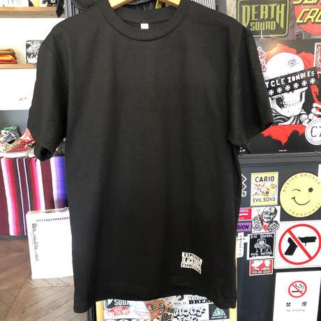 BLACK BRICK SMOKING GUN Tシャツ