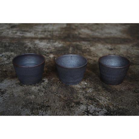 黒石釉カップ 井上茂