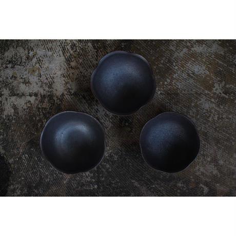 黒石釉輪花鉢 井上茂