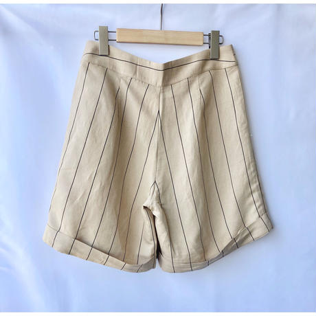 pin stripe short pants