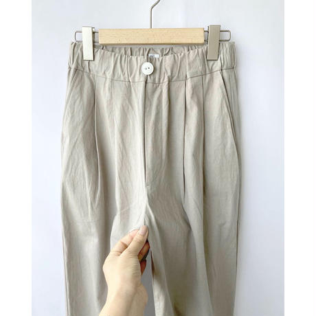 two tuck wide pants