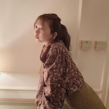 retro floral blouse