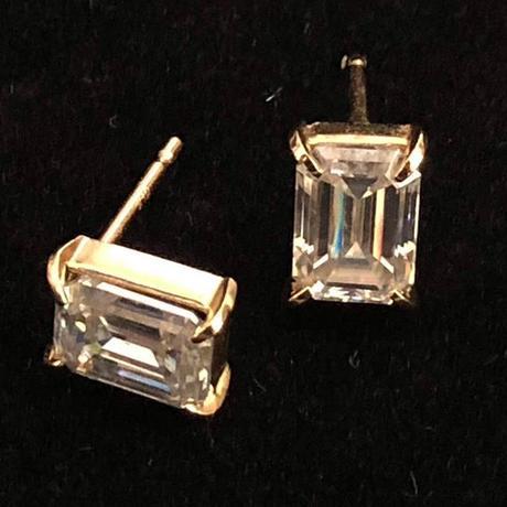 K14YG Emerald cut Moissanite pierce