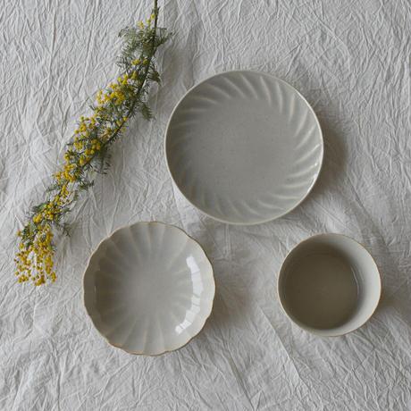 たくまポタリー 6寸皿 風 やわグレー・はちみつ釉