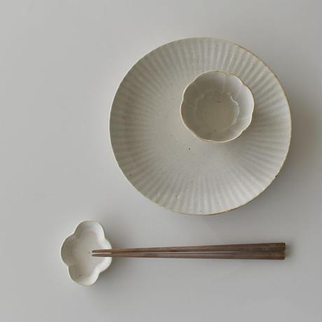 たくまポタリー   豆皿 木瓜 白・こげ茶