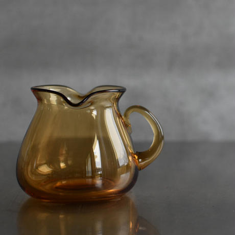 古道具部 アンバーガラスのピッチャー