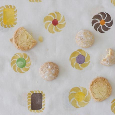 アケモドロ 型染め手ぬぐい クッキー
