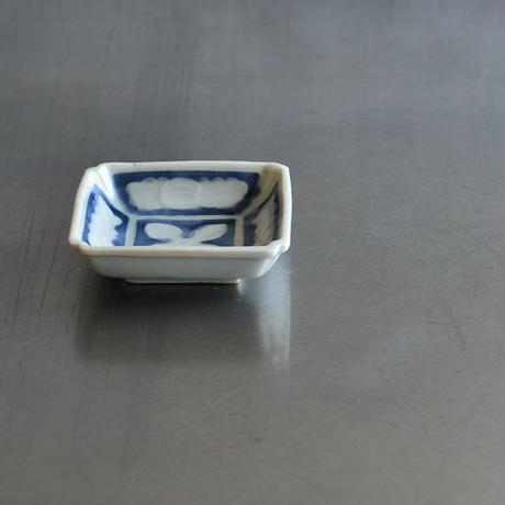 古道具部 染付陽刻角小皿