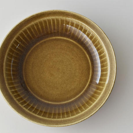 たくまポタリー 7寸 リム深皿 菊 キャラメル・オリーブ