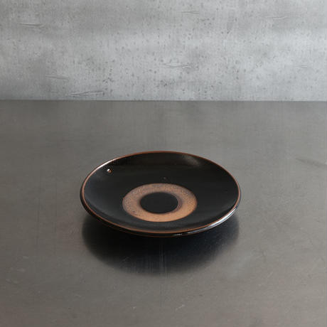 古道具部 やちむん 黒飴釉 6寸皿