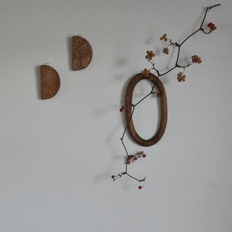 木彫りの壁掛け はんげつ