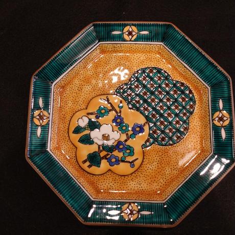 八角皿(吉田屋小紋白山茶花)