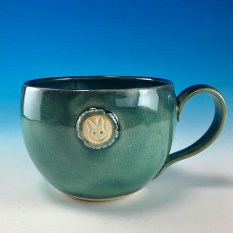 【M194】海の色のマグカップ大(エンブレム付き・うさぎ印)