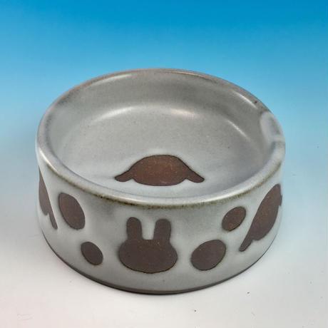 【R157】うさぎ水玉模様のうさぎ様用食器・Mサイズ(白マット・赤土・ロップ・うさぎ印)