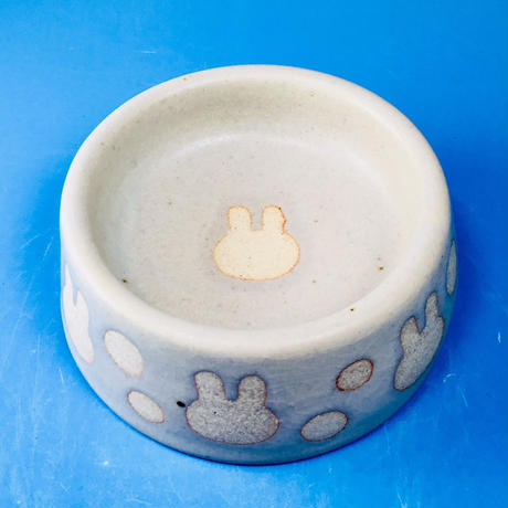 【R026】うさぎ水玉模様のうさぎ様用食器・Sサイズ(白マット・うさぎ印)