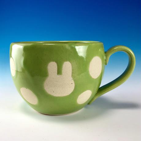 【M232】丸いフォルムのうさぎ水玉模様のマグカップ大(アップルグリーン・白土・うさぎ印)