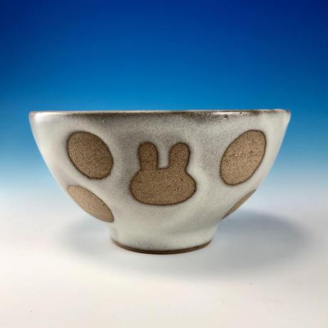 【G095】うさぎ水玉模様のご飯茶碗ミニ(白マット・赤土・うさぎ印)