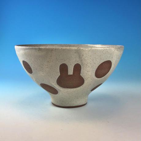 【G117】うさぎ水玉模様のご飯茶碗(サンド・赤土・うさぎ印)