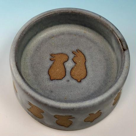 【R101】うさぎ柄のうさぎ様用食器・Sサイズ(灰透明・赤土・うさぎ印)