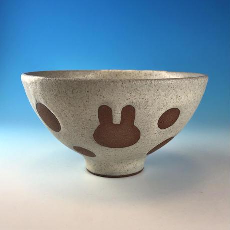 【G122】うさぎ水玉模様のご飯茶碗(サンド・赤土・うさぎ印)