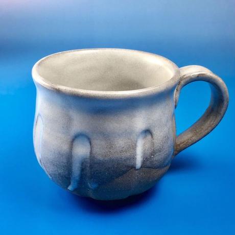 【M015】こっそりうさぎを主張するバイカラーマグカップ(うさぎ印)