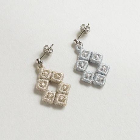 刺繍ピアス/イヤリング「pixel:ダイヤ」