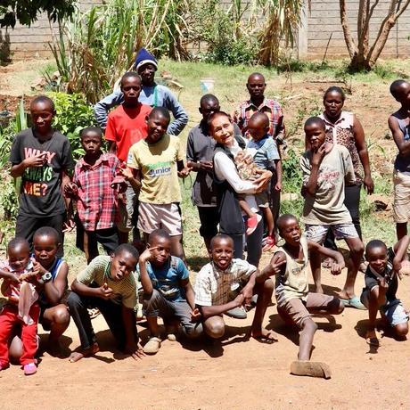 ケニアの子ども達と製作!キリンイラスト塗り絵/パーカー・Black【Twiga / キリン】