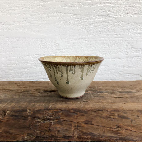 鉄流し藁灰釉 碗