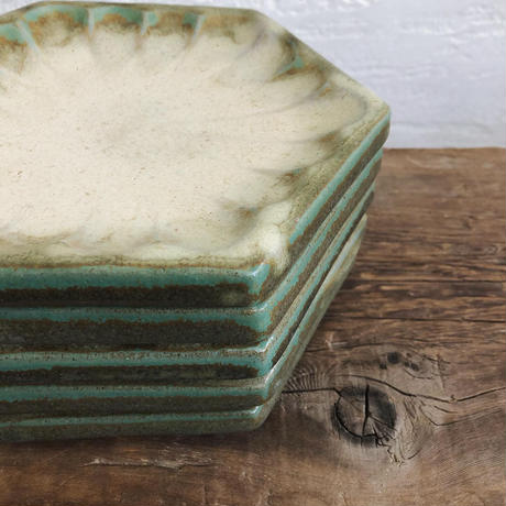 菊紋六角皿