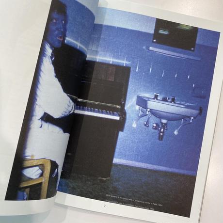 Zug Magazine, Issue 1 : Collecting