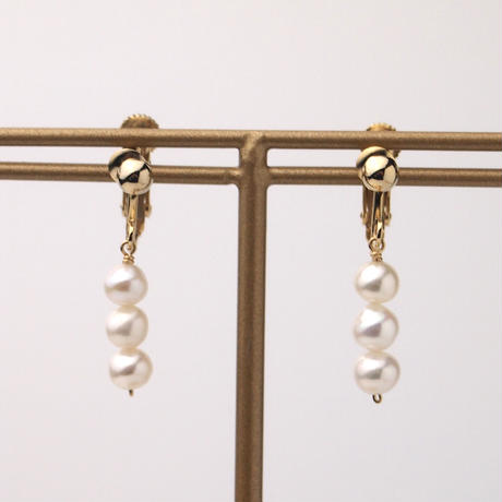 淡水真珠3粒イヤリング