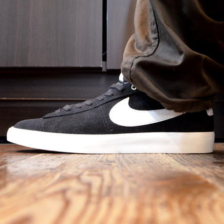 NIKE SB (BLAZER LOW GT) BLACK/WHITE