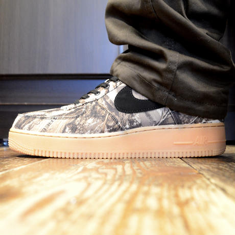 NIKE (AIR FORCE 1 07' LV8 3) BLACK / BLACE-ALOE