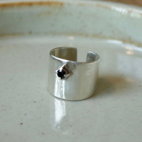 Grabed Tiny Onyx Ring [RC-RG004]