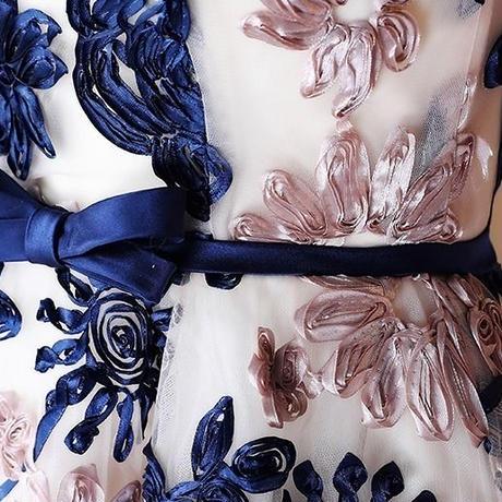 ノースリーブ 花柄 刺繍 ウエストリボン ワンピース