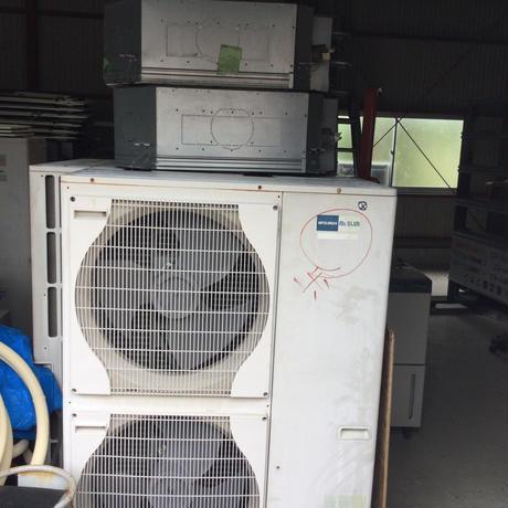 とにかく効けば良いエアコンの業務用10馬力ツイン標準工事込み価格150000円税込宮崎県内限定工事