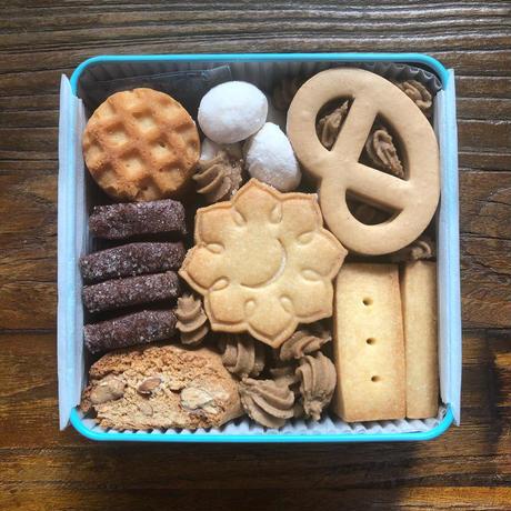 〈次回5/11入荷予定〉蓮月クッキー缶