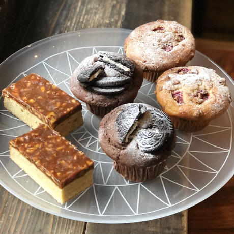 【12月限定】今月のマフィン&ケーキ6個セット(ベリーマフィン2個/オレオチョコマフィン2個/くるみとほろにがキャラメルのキャトルキャール2個)