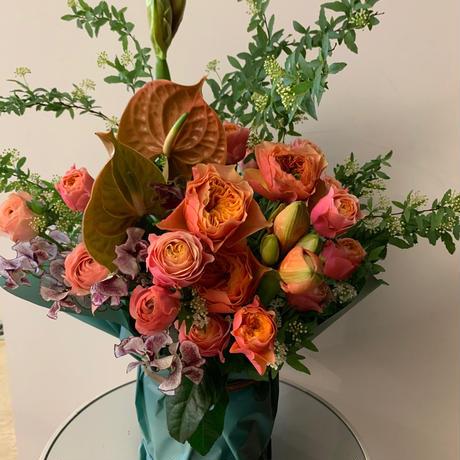季節のお花で作るアレンジメント